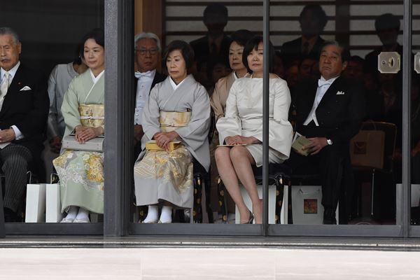 昭恵夫人ドレスコード違反?ブランドはどこ?即位礼正殿の儀で